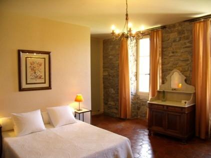 chambres d 39 h tes saint georges de luzen on millau les tilleuls. Black Bedroom Furniture Sets. Home Design Ideas